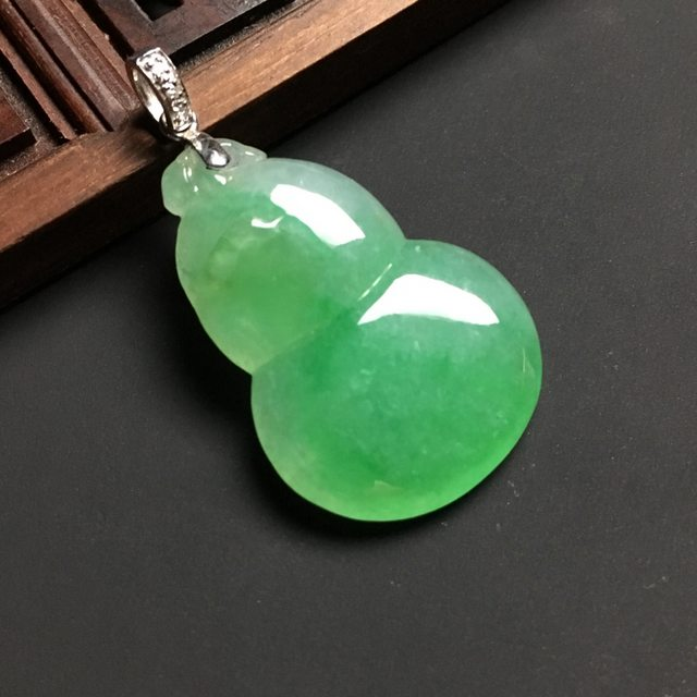 冰种阳绿 葫芦翡翠吊坠白金扣 尺寸30-21-6毫米