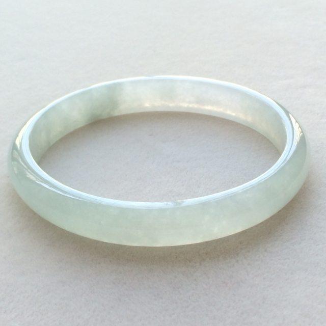 冰润底色翡翠贵妃镯 尺寸:55.4*9.3*5.7mm