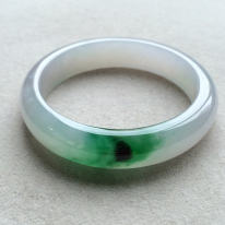 冰糯种飘绿天然翡翠扁管手镯(53mm)