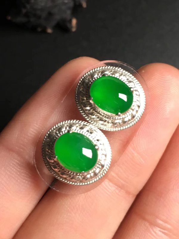 高冰阳绿 缅甸天然翡翠戒指8.1-7.6-2.8毫米