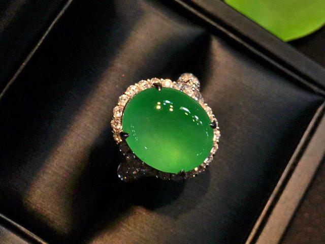 14.2*11.8*5.6寸冰阳绿翡翠戒指