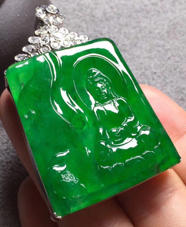 冰浓绿观音 翡翠挂件 裸石尺寸34.5*30*4