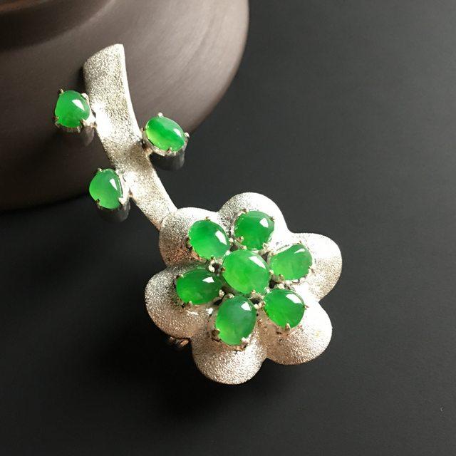 冰糯种阳绿 翡翠胸针 6-5-3.5毫米