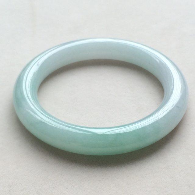 冰种飘绿翡翠手镯  缅甸天然翡翠圆条手镯  尺寸:53.6寸