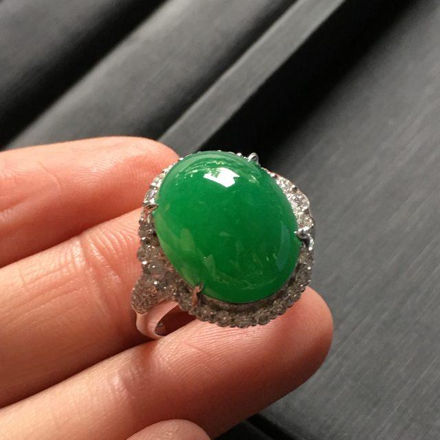 18.2*17.5*12.6寸阳绿蛋面翡翠戒指