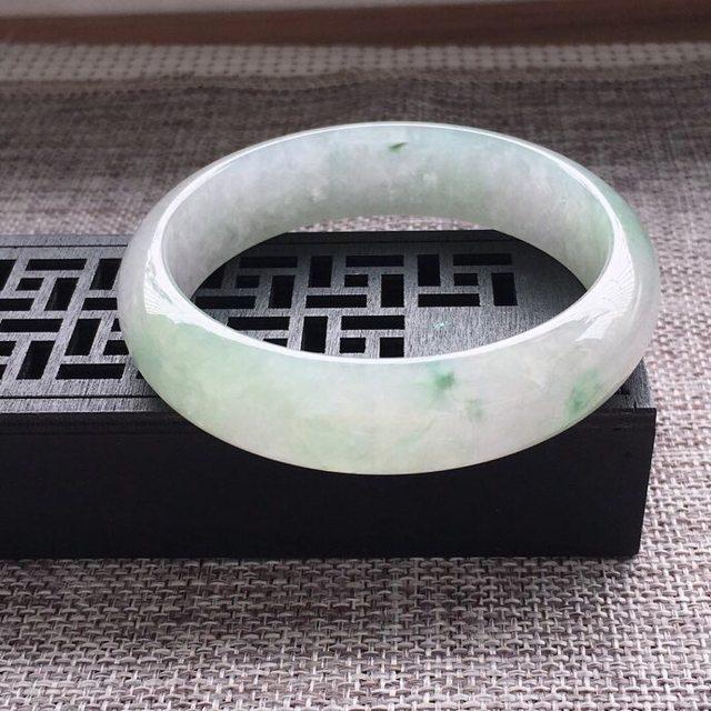 冰糯种通透浅绿正圈翡翠手镯图5