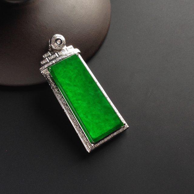 糯冰种阳绿无事牌翡翠挂件 尺寸31-12-2毫米 连金尺寸41-16-6毫米