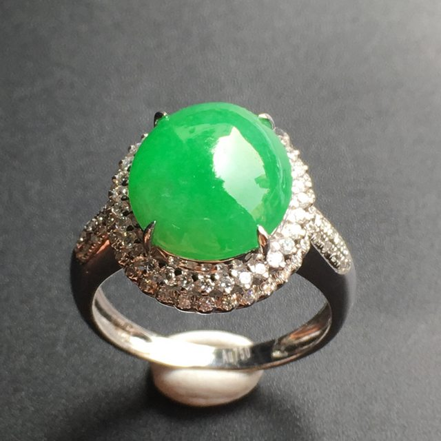 12.3*10.5*5.4寸正阳绿蛋面 翡翠戒指