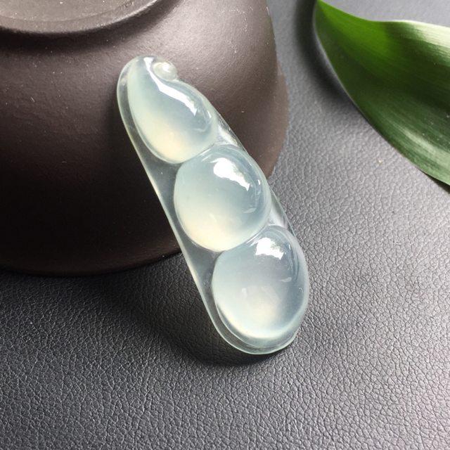 冰种翡翠福豆 翡翠挂件 种质细腻 清澈通透