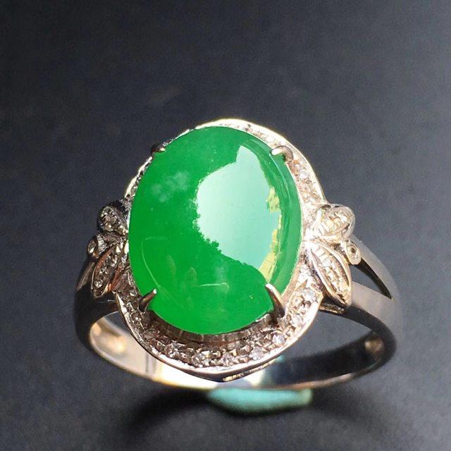 冰种阳绿蛋面 天然缅甸翡翠戒指