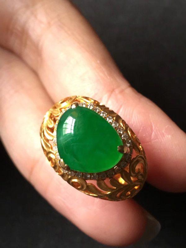 饱满冰种帝王绿 缅甸天然翡翠戒指