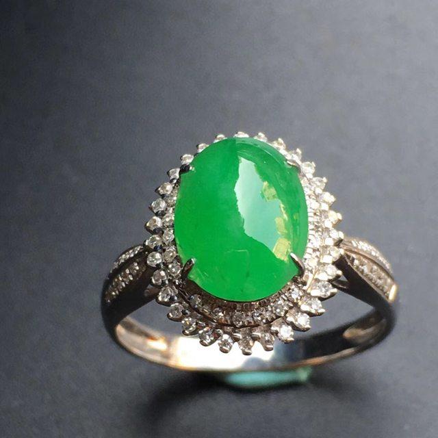 冰种阳绿蛋面 缅甸天然18k金镶嵌翡翠花型戒指