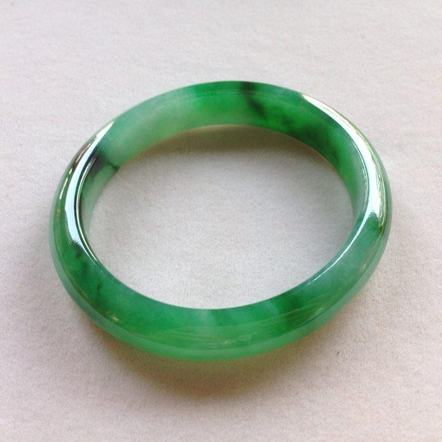 玻璃种辣绿色飘花翡翠贵妃手镯