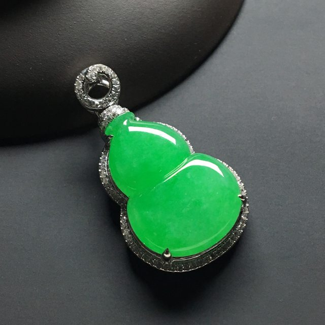 冰种阳绿 葫芦翡翠吊坠 18k金*钻石镶嵌 尺寸:33.7-18.5-8.2*裸石22.5-15.5-4.5毫米
