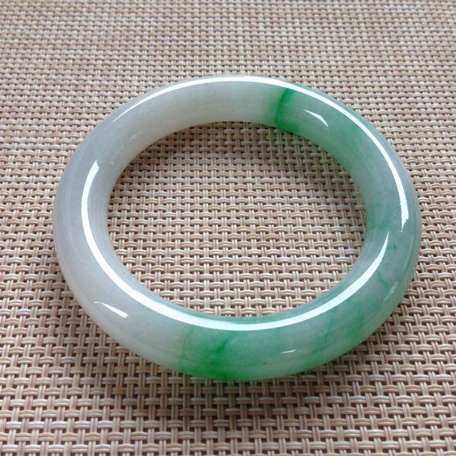 冰种飘绿翡翠手镯  缅甸天然翡翠手镯  尺寸:55.8x11.4x11mm
