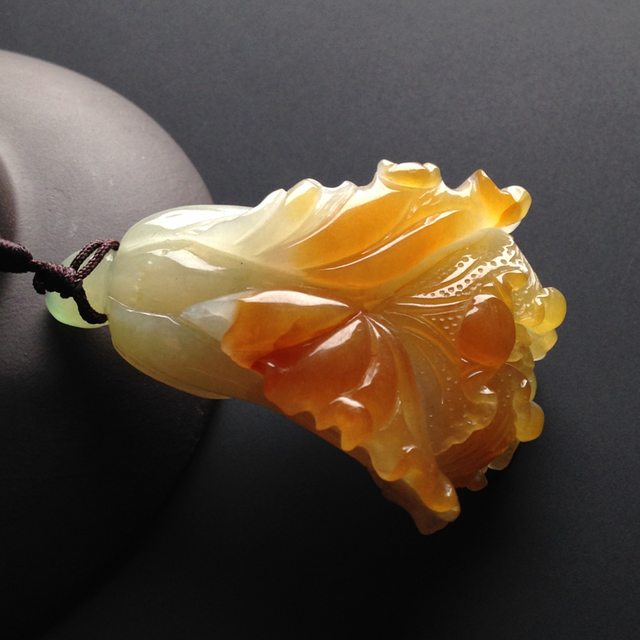 巧雕黄翡百财翡翠吊坠 尺寸52-35-17毫米