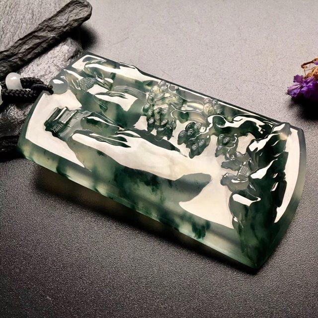 冰飘花会友翡翠挂件  尺寸: 79-44-7.5mm
