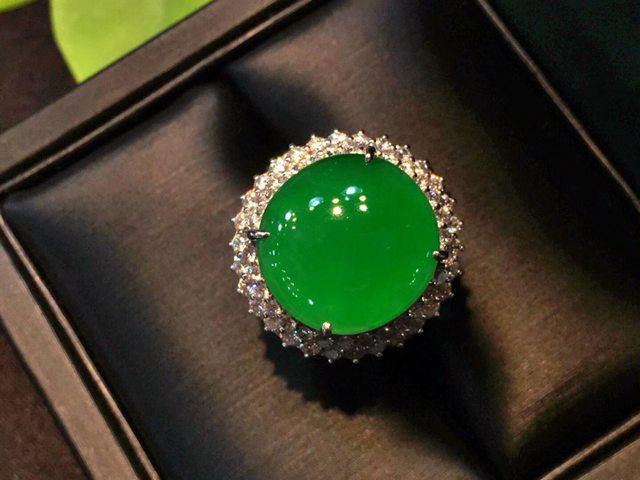 14*13.5*4.8寸冰正阳辣绿鸽子蛋翡翠戒指