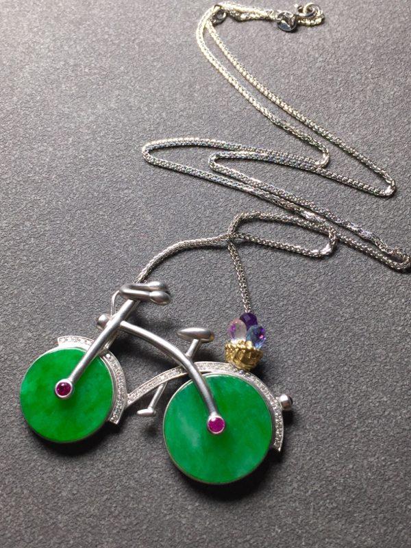 糯种阳绿自行车翡翠项链