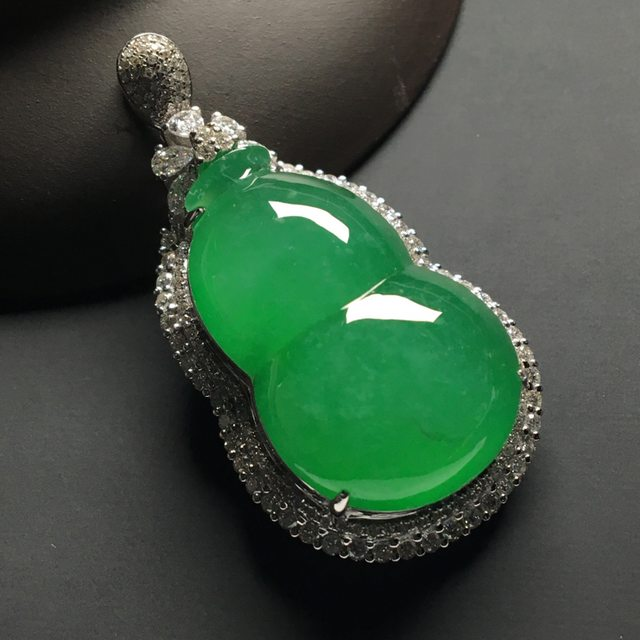 冰种满绿 葫芦翡翠吊坠 18k金*钻石镶嵌 尺寸:45-23.5-12.8*裸石29-18.5-7毫米