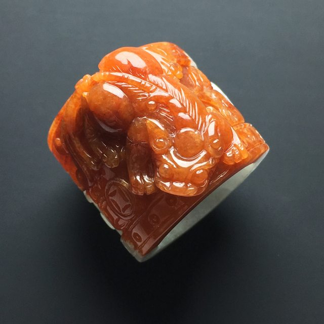 细糯种红翡翡翠貔貅扳指