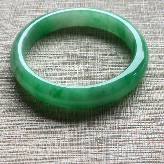 54.3满绿 翡翠手镯 玉质细腻水润