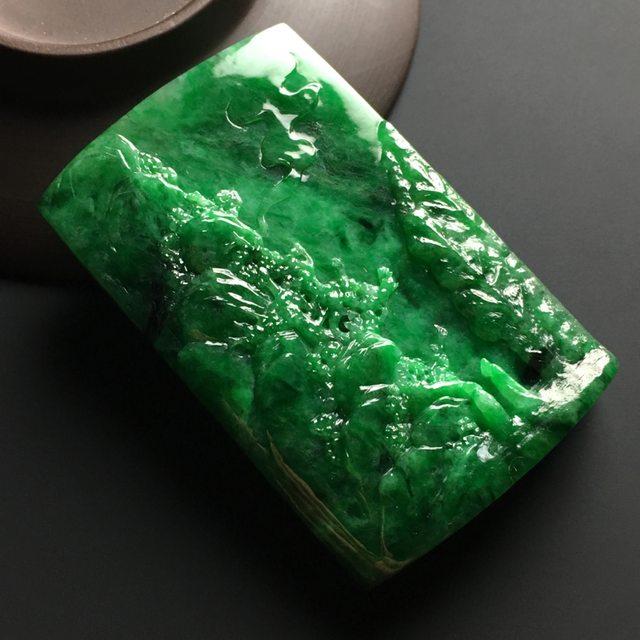 阳绿会友翡翠吊坠  尺寸68-43-11毫米