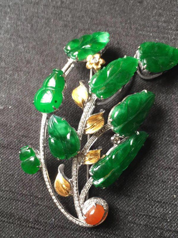 完美高色满绿翡翠胸针