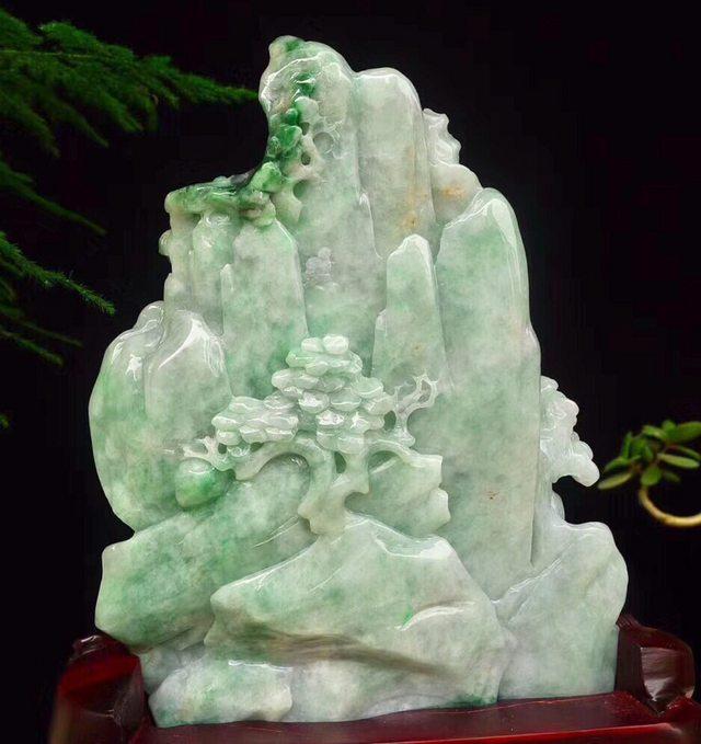 老坑飘绿 翡翠山水精雕摆件图8