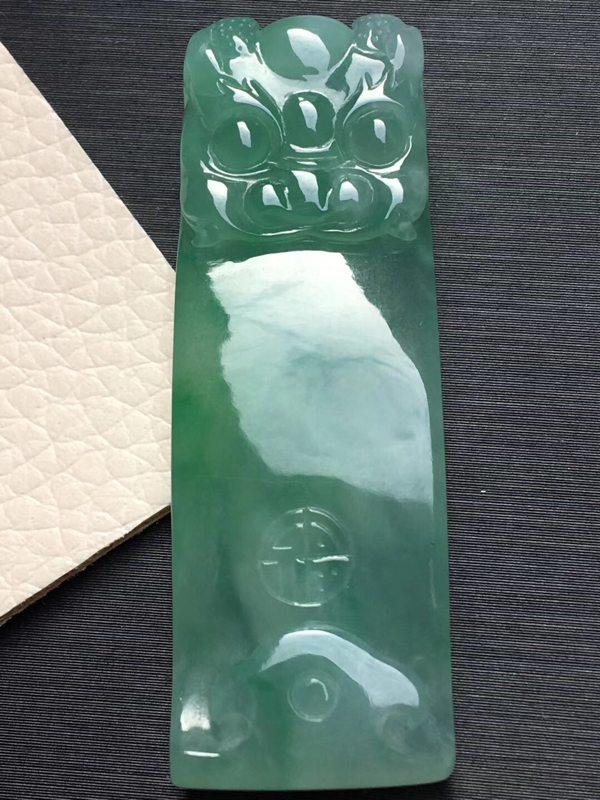 冰飘绿大龙钩翡翠吊坠 尺寸47.1*16*7.1