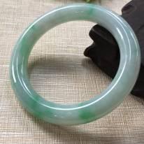 糯种飘绿翡翠A货 56.5圆条手镯