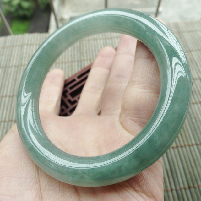 水润满色圆条翡翠手镯 尺寸55*10.5*10.2mm