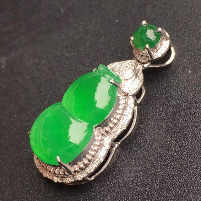 冰种阳绿葫芦翡翠吊坠 裸石大小:15*8.5*4mm
