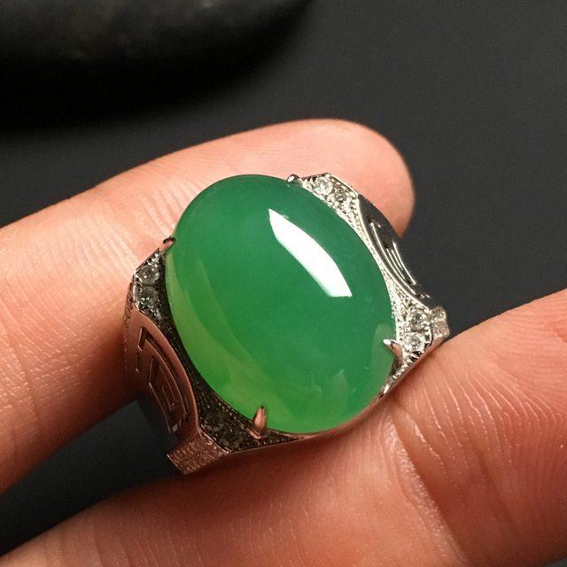 冰种阳绿大蛋面 缅甸天然翡翠戒指
