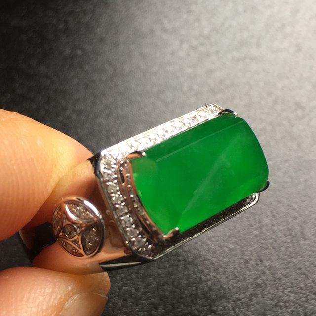 冰阳绿马鞍翡翠戒指