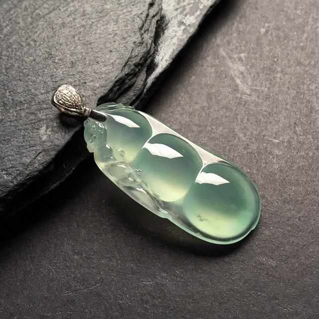 冰种福豆 翡翠挂件 尺寸: 38.5-16.5-8.5mm