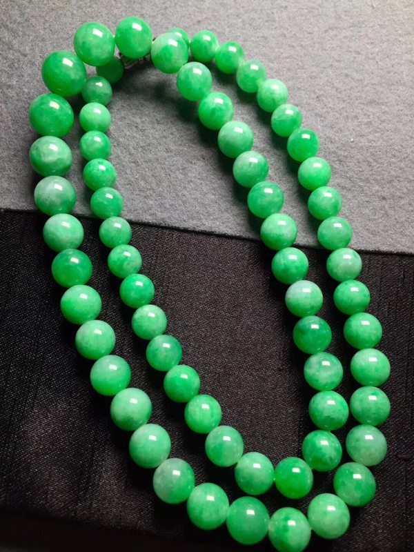 冰阳绿天然翡翠珠链7*10共64颗