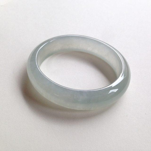冰种晴水贵妃翡翠手镯 尺寸:56.3/50.8/14/7.5mm