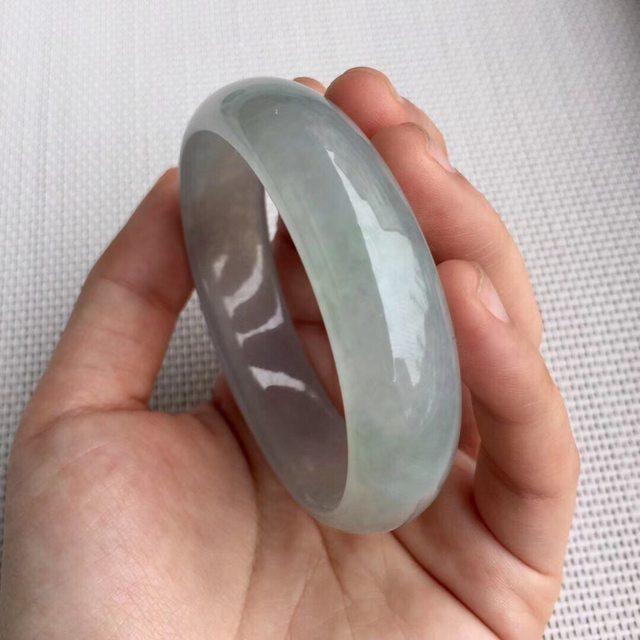 冰种淡绿色翡翠贵妃手镯 尺寸56.2-49.6-14.6-6.4