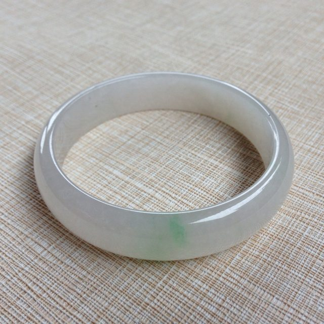 糯种飘绿翡翠手镯  缅甸天然翡翠手镯
