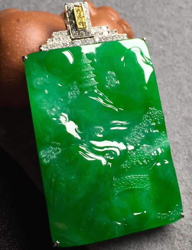 冰浓阳绿山水 翡翠挂件 裸石尺寸43.3*30.2*5整体