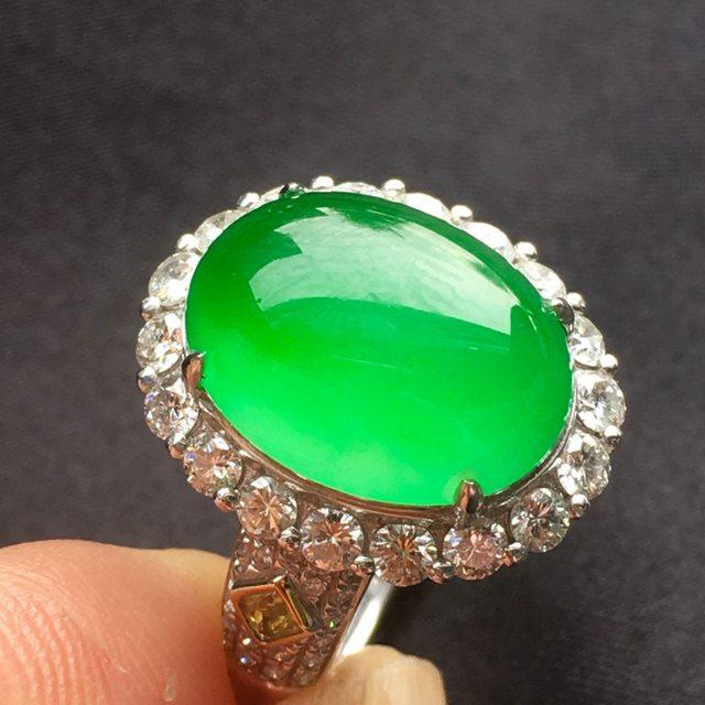 冰种满绿翡翠戒指 冰透起光