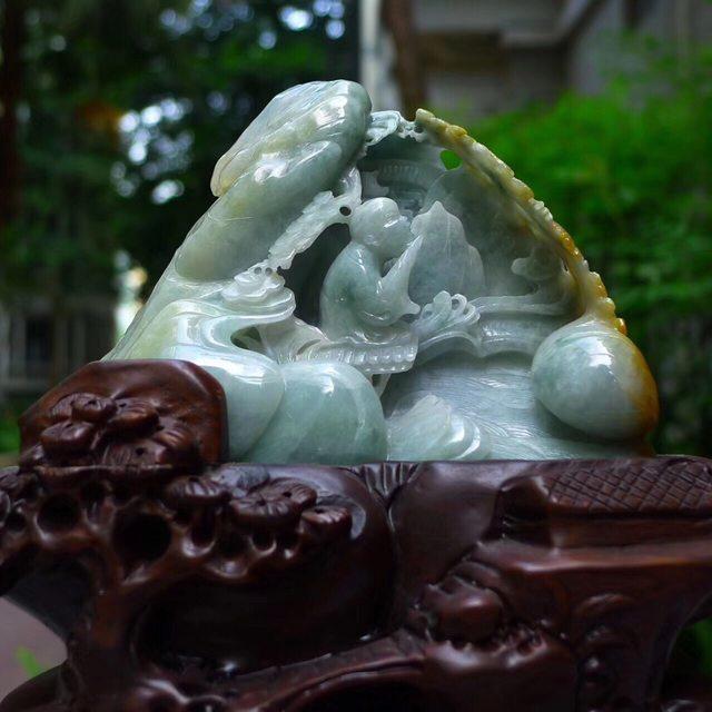 老坑水润黄加绿 特色渔翁翡翠摆件图1