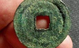 放大镜下的古钱币绿锈介绍 怎么利用绿锈鉴别真假