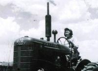 1960版1元中女拖拉机手当年驾驶什么型号的拖拉机