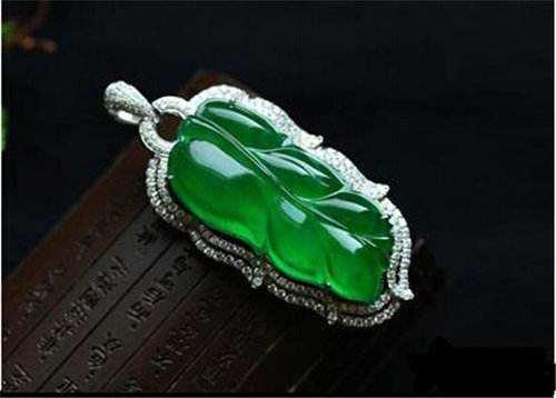 帝王绿翡翠的概念是什么?帝王绿翡翠价值高不高?
