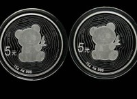 熊猫发行35周年15克银币有什么特点   鉴赏价值高不高