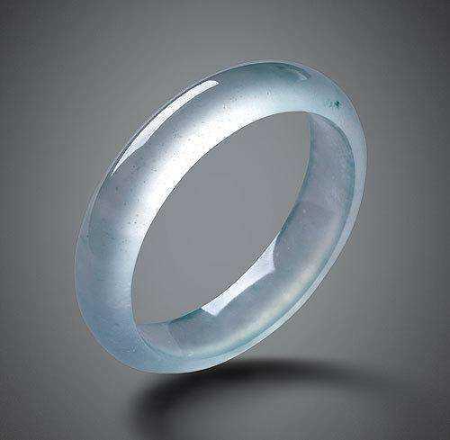 玻璃种翡翠有什么特点?玻璃种翡翠适合什么人群?
