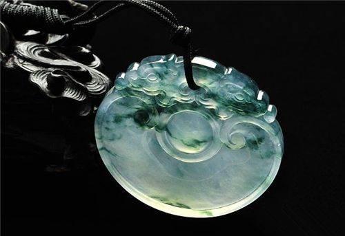 水种翡翠长什么样子?如何选购优质水种翡翠?