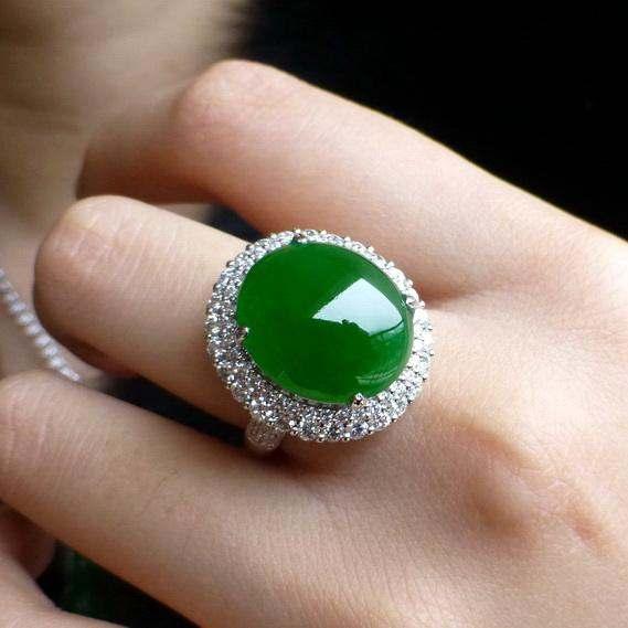 阳绿翡翠长什么样?阳绿翡翠戒指贵不贵?